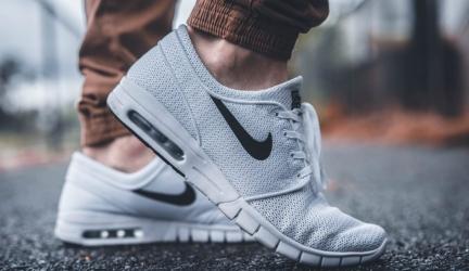 13 Best Shoes for Swollen Feet